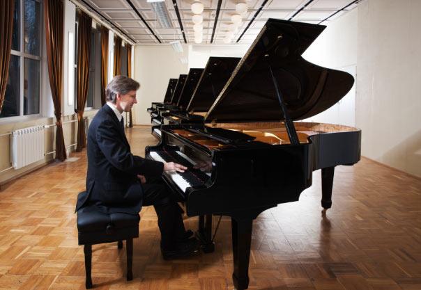 tư thế chơi piano đúng